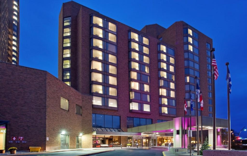 "<a href=""http://www.crowneplaza.com/hotels/fr/fr/gatineau/yowcp/hoteldetail?qAdlt=1&qBrs=6c.hi.ex.rs.ic.cp.in.sb.cw.cv&qChld=0&qFRA=1&qGRM=0&qIta=99504425&qPSt=0&qRRSrt=rt&qRef=df&qRms=1&qRpn=1&qRpp=10&qSHp=1&qSmP=3&qSrt=sBR&qWch=0&srb_u=1&icdv=99504425&siclientid=1863&"" target=""_blank"" rel=""nofollow""><i class=""fa fa-calendar-o""></i> Plus d'infos et disponibilités</a>"